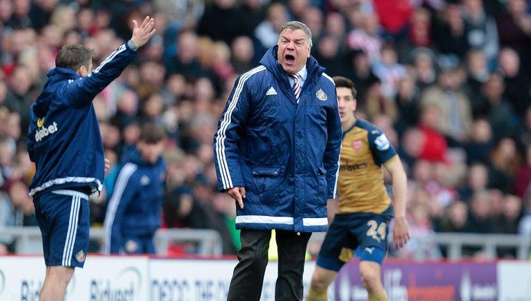 Sam Allardyce langs het veld als coach van Sunderland. Beeld AFP