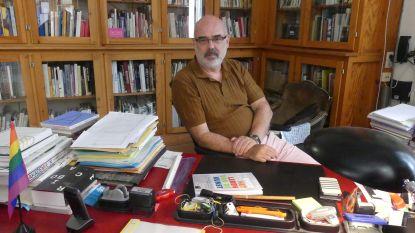 """William Ploegaert (61) neemt na 30 jaar afscheid van 'tekenacademie' met boek over kunstonderwijs: """"Kunstleerkrachten zijn geen slechte artiesten, want ook lesgeven is een kunst"""""""