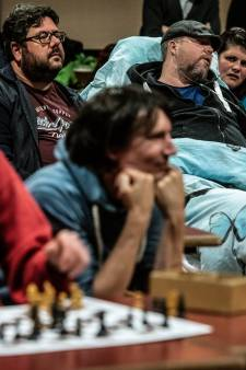 Ongeneeslijk zieke schaker Dennis ziet laatste wens vervuld: 'Ik ben dankbaar dat ik zo afscheid kan nemen'