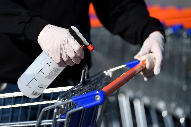 Het meisje werkte als jobstudente bij Carrefour en ontsmette de winkelkarren (illustratiebeeld).