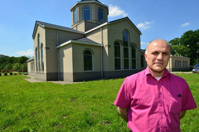 Onik Gelici, voorzitter van het bestuur van de Armeense Apostolische Kerk in Almelo.