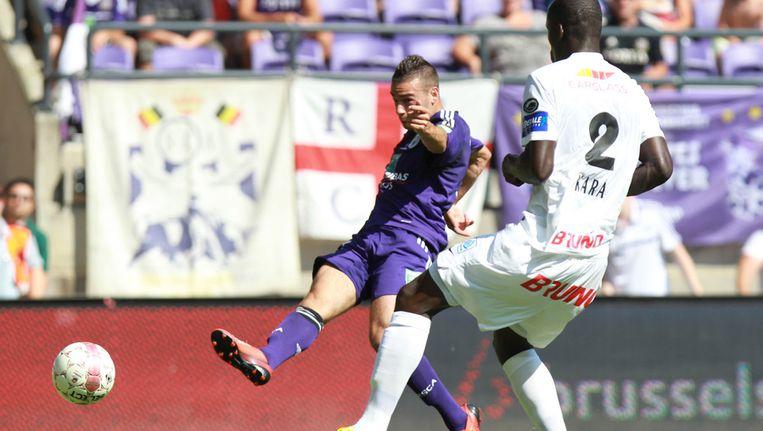 Massimo Bruno schiet de winnende binnen voor Anderlecht. Beeld afp