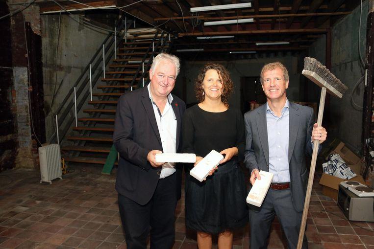 Jan Michielsen, Annelies Lelieur en Jan Bertels in een leegstaand pand in de Bovenrij.