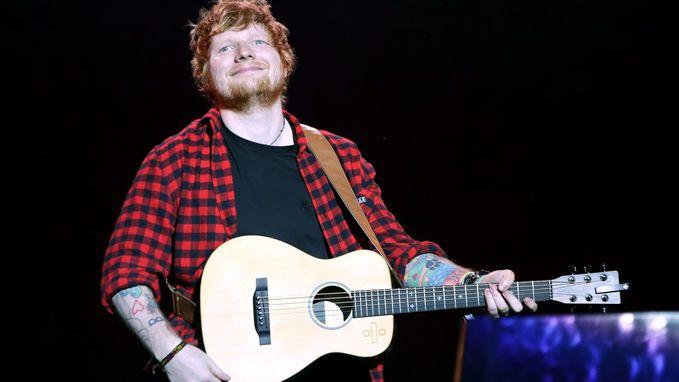 Auto rijdt Ed Sheeran aan