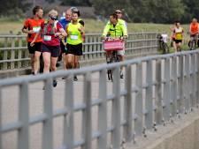 Maasdijk van dorp naar dorp: 'De meest eenzame marathon ooit'