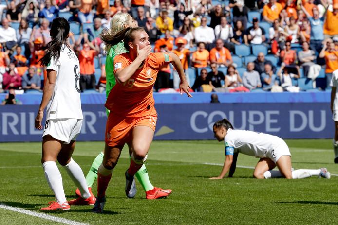 Jill Roord heeft gescoord en Oranje de bevrijdende 1-0 bezorgd. Het feest kan beginnen.