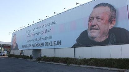 """Overtreedt VB-lijsttrekker verkiezingsreglement? """"Spandoek van 150 m² met foto, maar het is geen verkiezingsaffiche"""""""