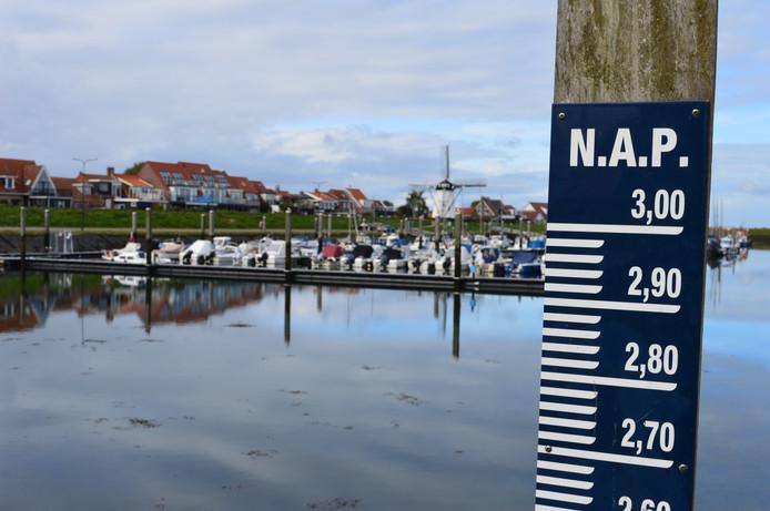 De haven van Stavenisse op archiefbeeld