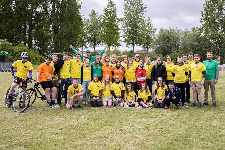 De groep vrijwilligers die het Leeuws Jeugdsportival mee hielpen organiseren.