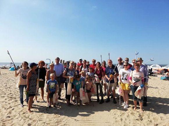 Eerste opruimactie op het strand van De Haan