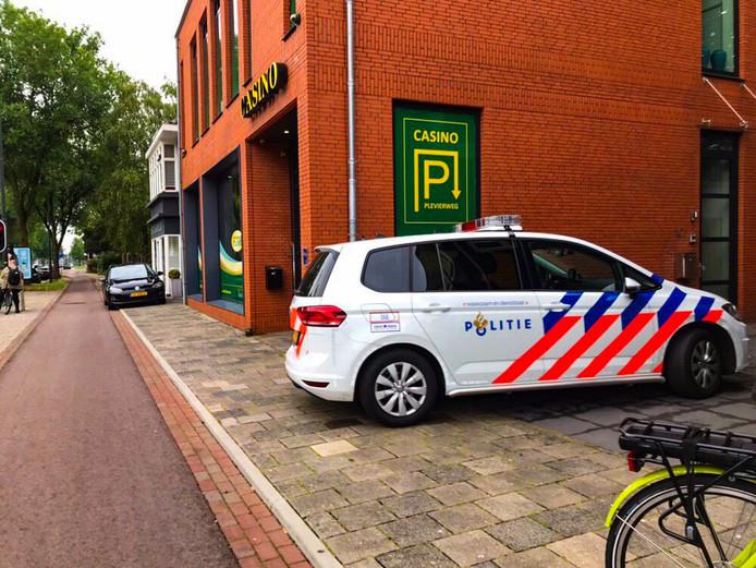 De politie kwam ter plaatse voor een melding bij het casino aan de Arnhemseweg. Er bleek geen overval te zijn.