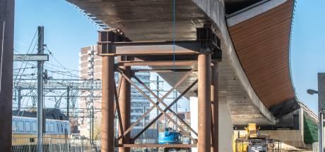 Busbrug bekleed met bamboe