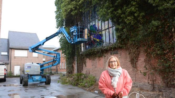 """Reddingsoperatie voor monumentaal glasraam van 70 jaar oud: """"Enig stuk dat we bewaren van parochiehuis"""""""