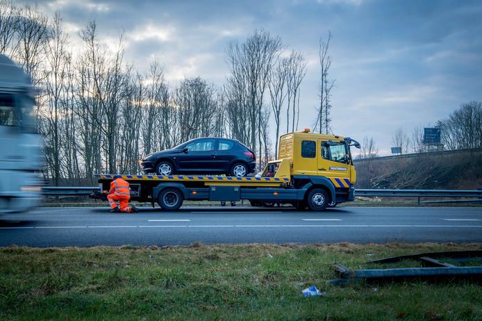 Afsleepklus op de A50, afgelopen woensdag in de vroege ochtend, pal voor Knooppunt Bankhoef.