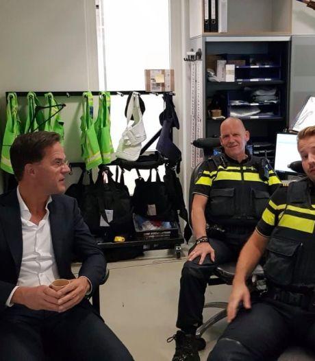 Rutte prijst inzet Rotterdamse politie: 'De coronacrisis heeft het werk niet makkelijker gemaakt'