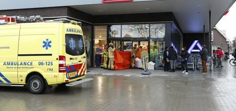 Vrouw klem in scootmobiel bij Aldi Heerde