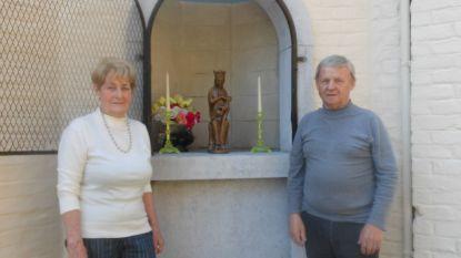 Vrijwilligers knappen kapelletjes op voor jubileumeditie Kapellekeswandeling Dworp