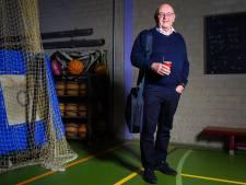 Bang voor corona: Leraar Mathieu (66) gaf Nederlands in de gymzaal; 'Ik wil van mijn pensioen kunnen genieten'