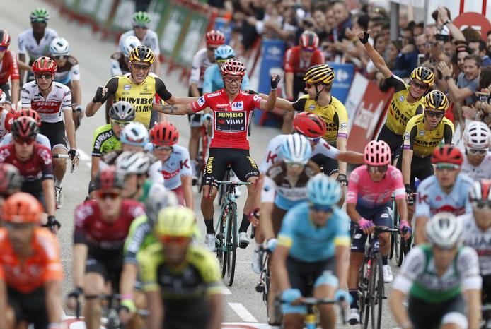 De Vuelta-winnaar van dit jaar, Primož Roglič, met zijn ploegmaten van Jumbo-Visma. Wie weet komt hij in Den Bosch zijn titel verdedigen ...