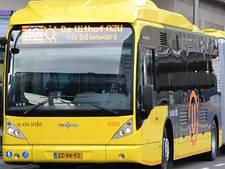 Bus klem op Ledig Erf, veel verkeershinder