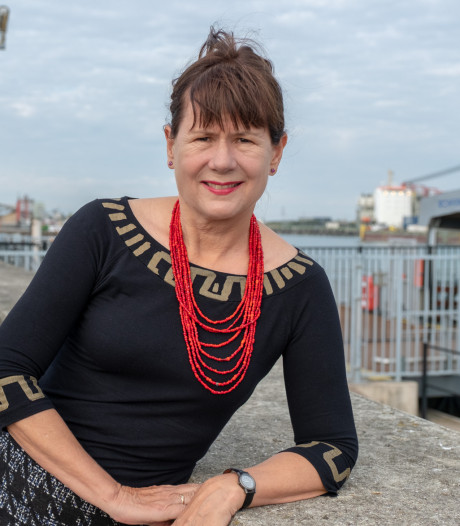 Carolijn Visser bij Literair Café Helmond