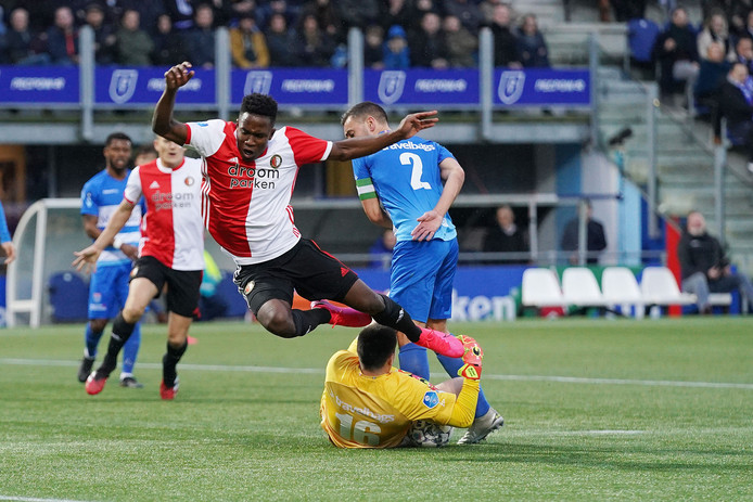 Luis Sinisterra in actie tegen PEC Zwolle.
