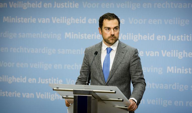 Staatssecretaris Klaas Dijkhoff van Veiligheid en Justitie geeft een toelichting op de aanpak van het kabinet over de recente vluchtelingenstroom. Beeld anp