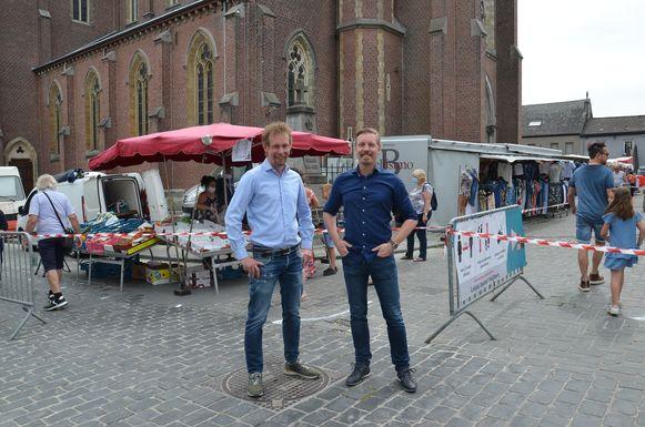Kristof en Filip Beerens op eerste markt in Haaltert sinds de heropstart.