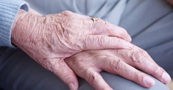 Hoogbejaarde (90) beroofd na coronavirus-babbeltruc: 'Een grove schande'