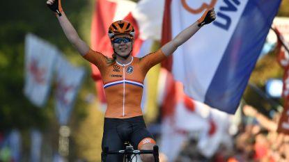Oranje andermaal boven bij de dames: Van der Breggen voor eerst wereldkampioene na straffe solo