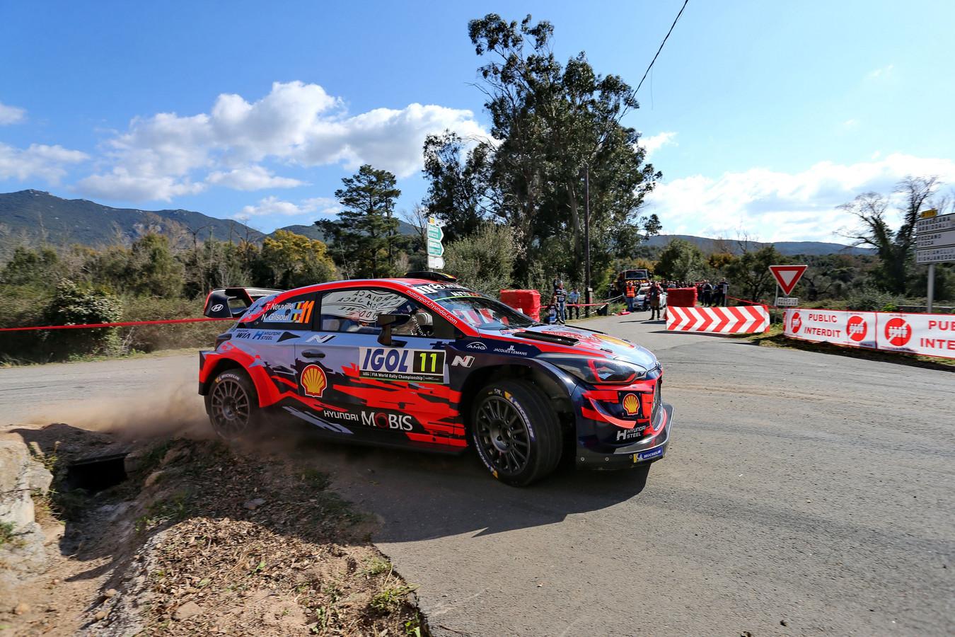 Thierry Neuville in actie tijdens de Rally van Corsica.