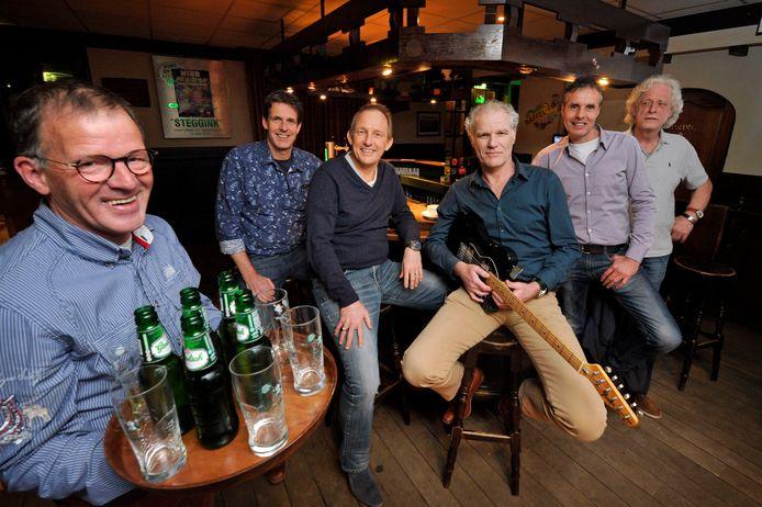 De Pet Boon Aven Band met Theo Oude Avenhuis, Marcel Oude Wesselink, Alex Oude Wesselink, Gregor Oude Wesselink en Alphons Oude Elberink (van linksaf).