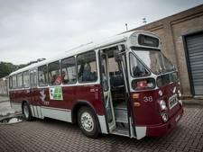 In een oude TET bus langs de historie van Enschede