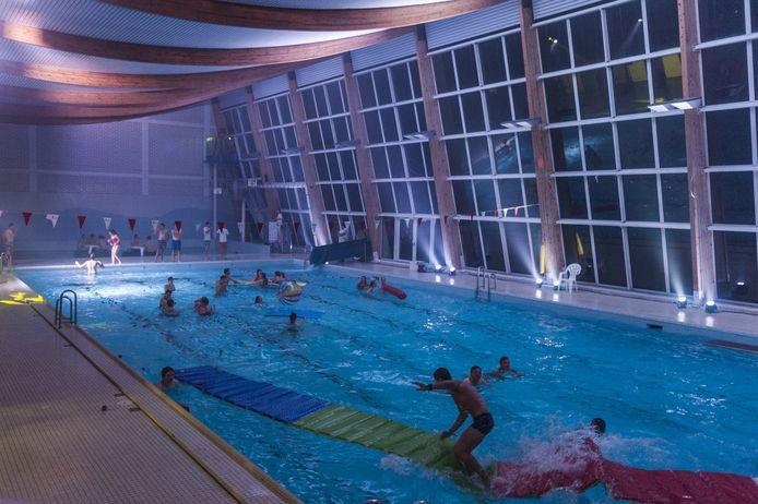 Zwemmers konden tot middernacht terecht in De Kouter voor een laatste portie waterplezier.
