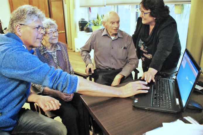 De familie Kodden liet zich eerder bij de introductie van het systeem in Oldenhaghen informeren over het Verwantenportaal.