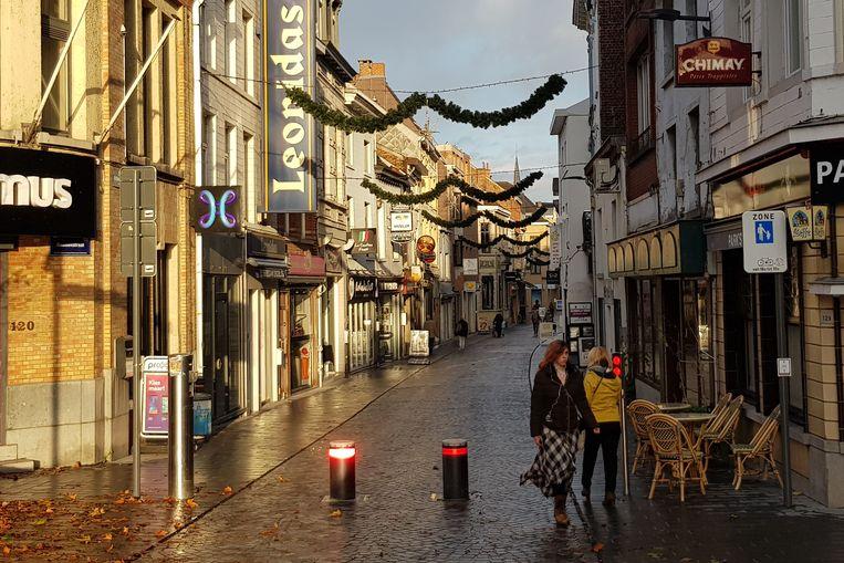 In de Basiliekstraat hangt de nieuwe kerstverlichting al op. De komende drie jaar wordt dit de versiering in de binnenstad.
