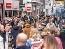 Blijf-thuis-advies aan dovemansoren gericht: 'Je ziet hele gezinnen lopen in binnenstad Zwolle'