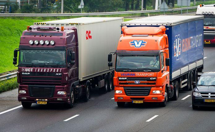 Foto ter illustratie. In de logistiek kan je kiezen voor een baan op kantoor of een functie 'op de weg'.