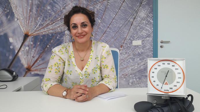 """Huisarts Pooneh Khalili is in haar vaderland Iran opgeleid als dermatoloog.  ,,Ik wil hier ook cosmetische behandelingen verrichten."""""""