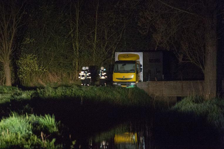 De vrachtwagen werd 's nachts aangetroffen aan de Ekerse putten.