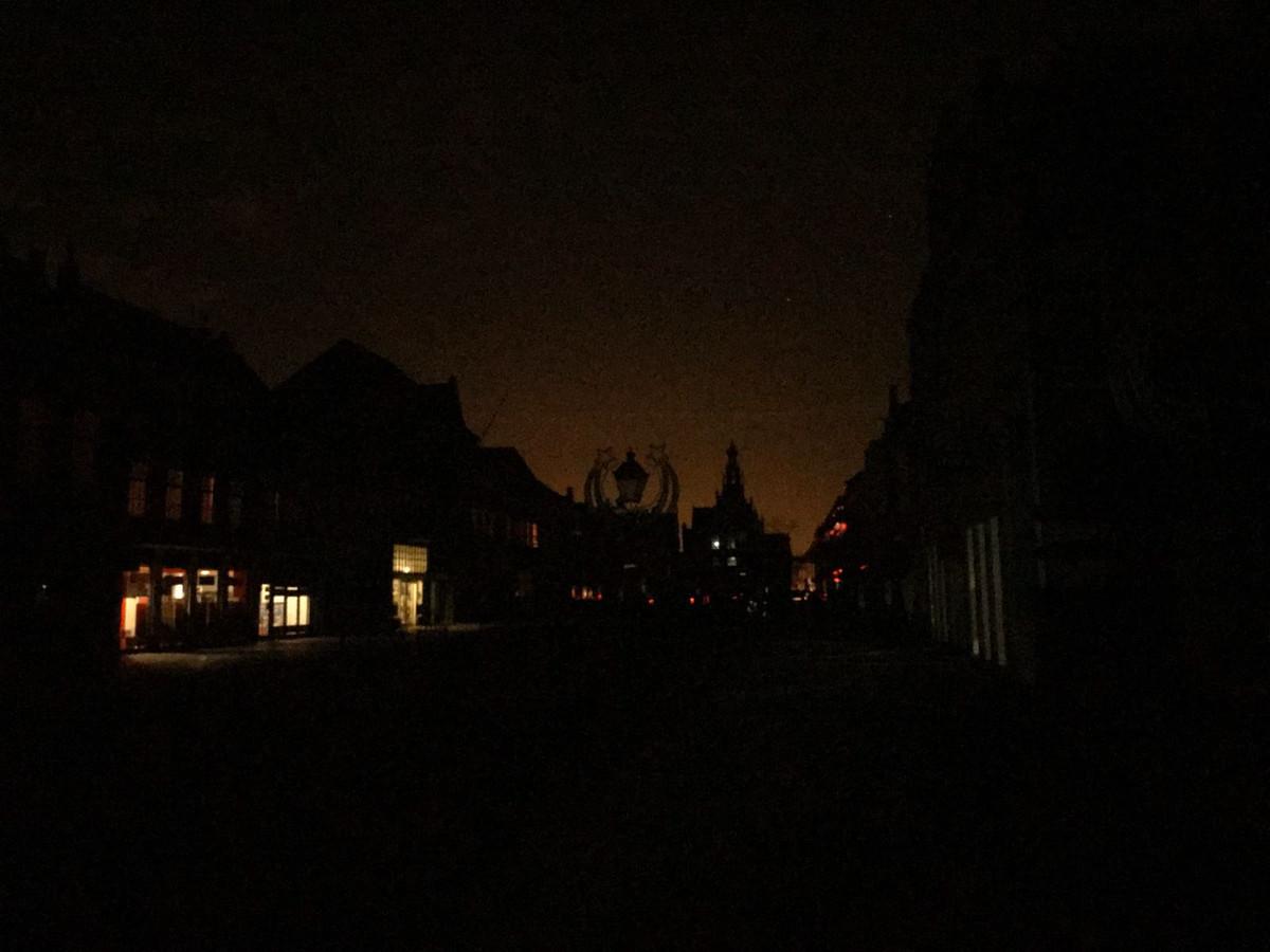 De Markt in Culemborg, even voor 23:00 uur.