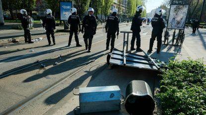 Rellen in Anderlecht nadat 19-jarige sterft na aanrijding door politievoertuig: jongeren plunderen combi en gaan aan de haal met vuurwapen