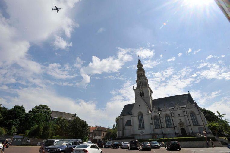 Door de problemen met de geluidsoverlast van de luchthaven dreigde er een bouwstop opgelegd te worden. De gemeente nam nu echter zelf maatregelen.