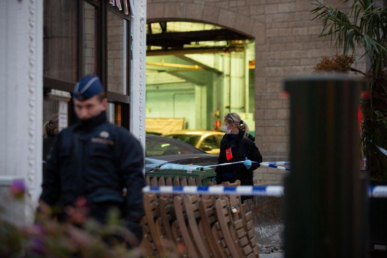 Een collega van de agent schoot de aanvaller neer.