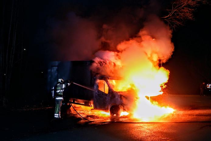 De vrachtauto stond in lichterlaaie aan de Kwikstaartlaan in Zeist
