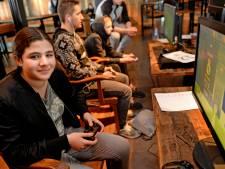 Sara (13) uit Almelo laat 200 jongens achter zich bij FIFA-toernooi
