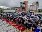 Moslims over de hele wereld vieren suikerfeest