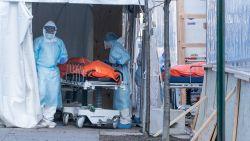 LIVE. Elke 45 seconden sterft er een Amerikaan - Woonzorgcentra vrezen zuurstoftekort - Klinische tests met coronavaccins in ons land vanaf juni