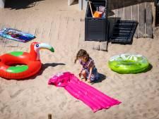 Na een dag strand zit het overal, maar wat is zand eigenlijk?