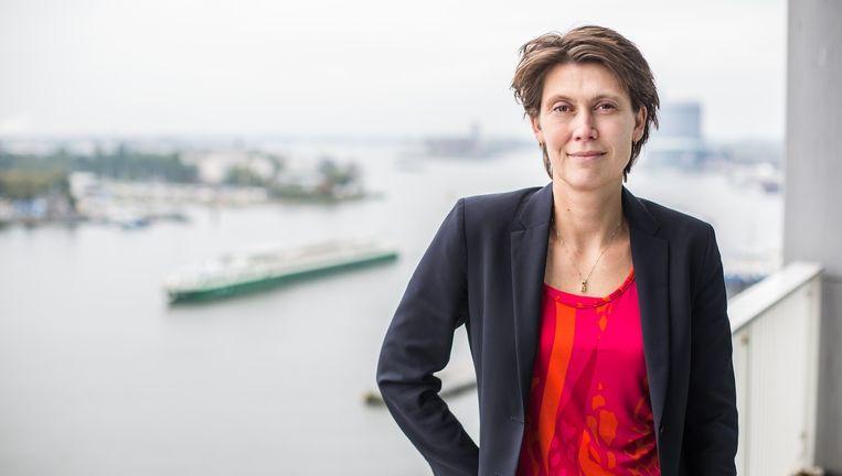 Havenmeester Marleen van de Kerkhof: 'Het ziet er niet zo uit, maar het is een snelweg die door de stad loopt.' Beeld Eva Plevier
